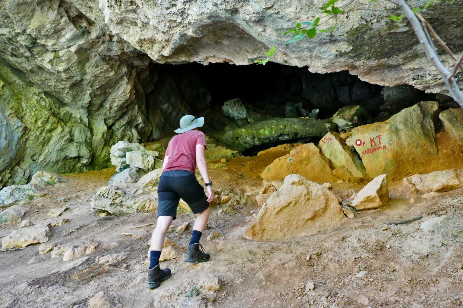 Höhle mit Trinkwasser-Quelle in der Schlucht Mala Paklenica
