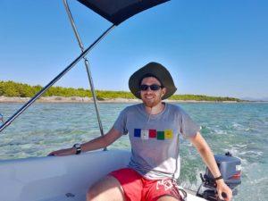 mit dem Boot Inseln vor Vodice erkunden