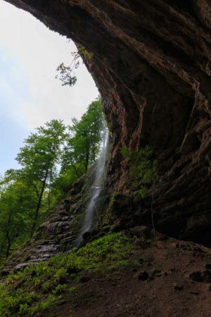 Wasserfall bei Zeleni Vir, direkt vor der Klamm Vrazji prolaz