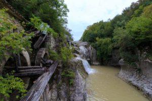 Wasserfall und Wassermühle bei Kotli