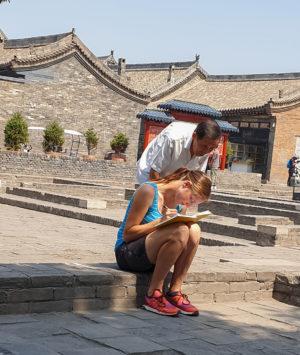Chinese beobachtet mich beim Schreiben