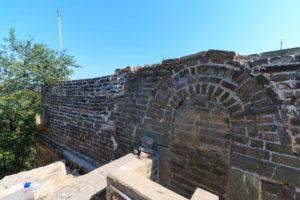 zugemauerte Chinesische Mauer vor Mutianyu