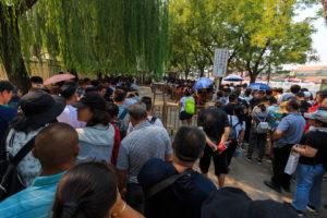 Menschenmenge vor dem Tianmen-Platz in Peking
