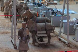 Terrakotta-Pferd während Restauration in Xian