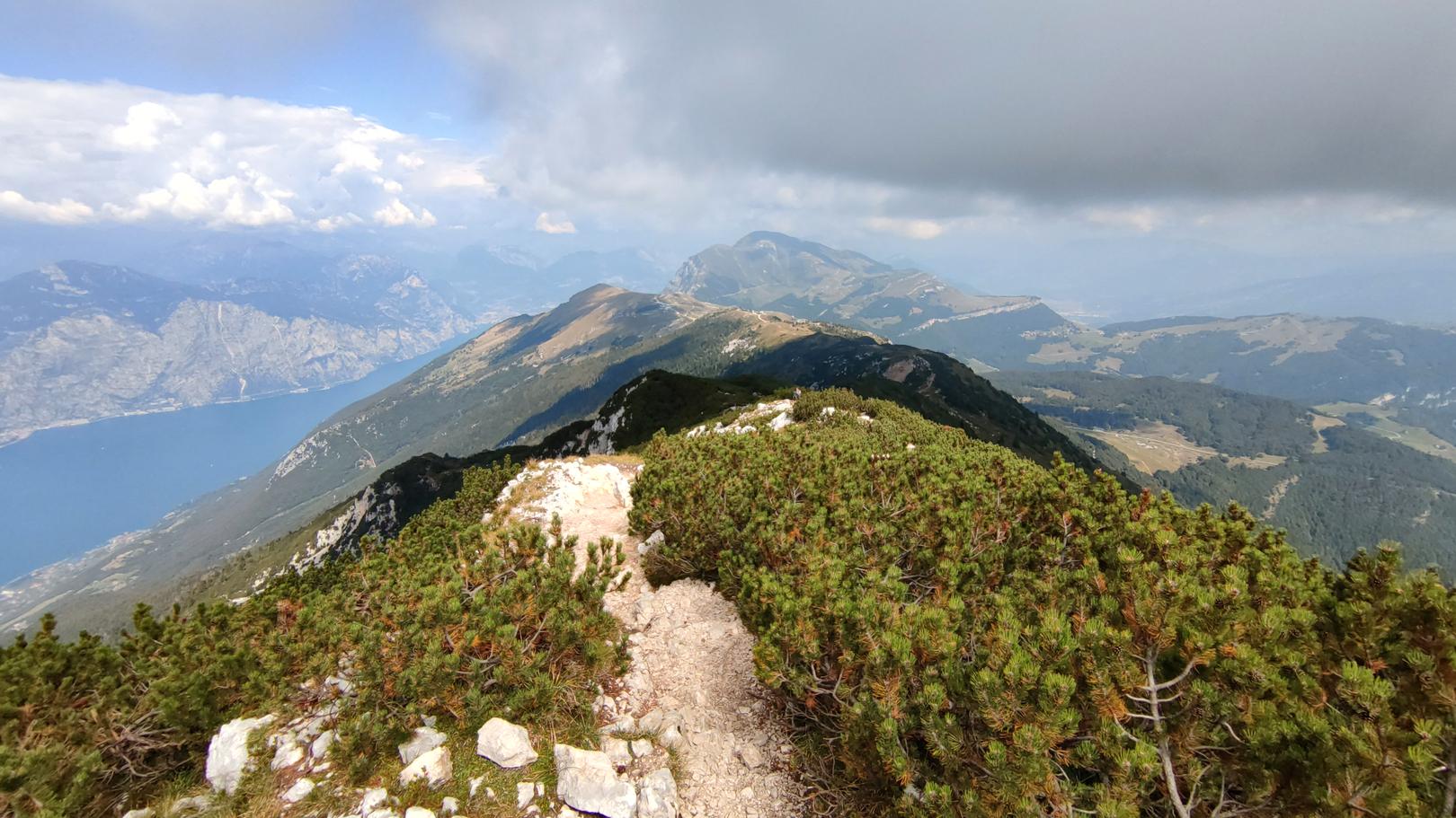 Wanderung entlang des Monte Baldo Bergrücken