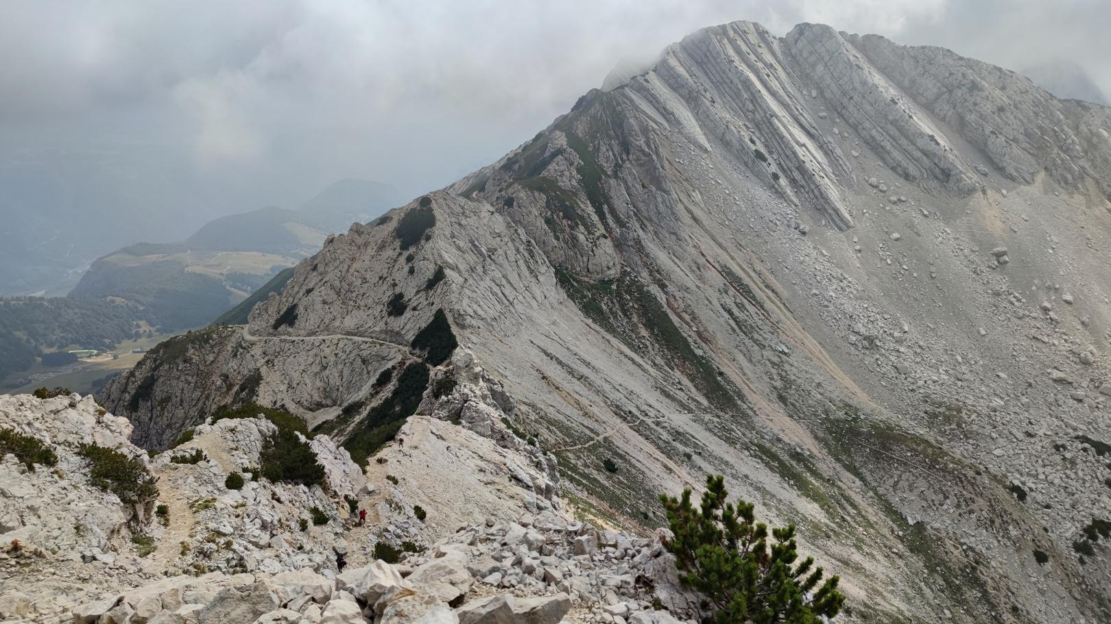 Blick von der Cima Valdritta auf den Abstieg