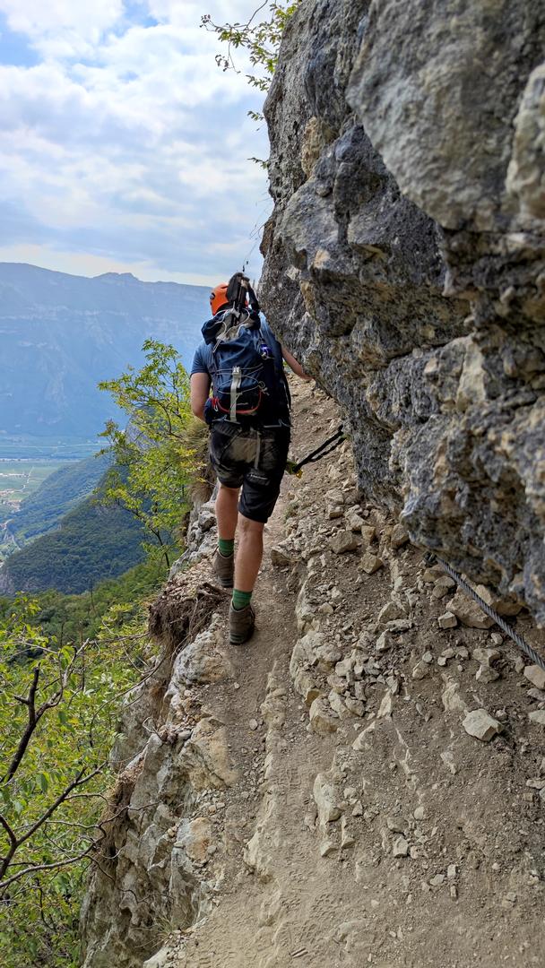 Gerade Sega Klettersteig; Wandern am Abgrund