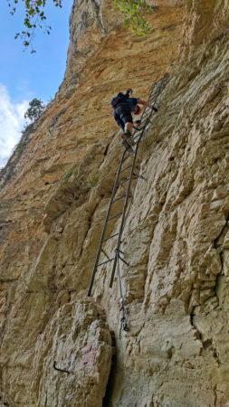 Einstieg zum Gerardo Sega Klettersteig ist eine Leiter
