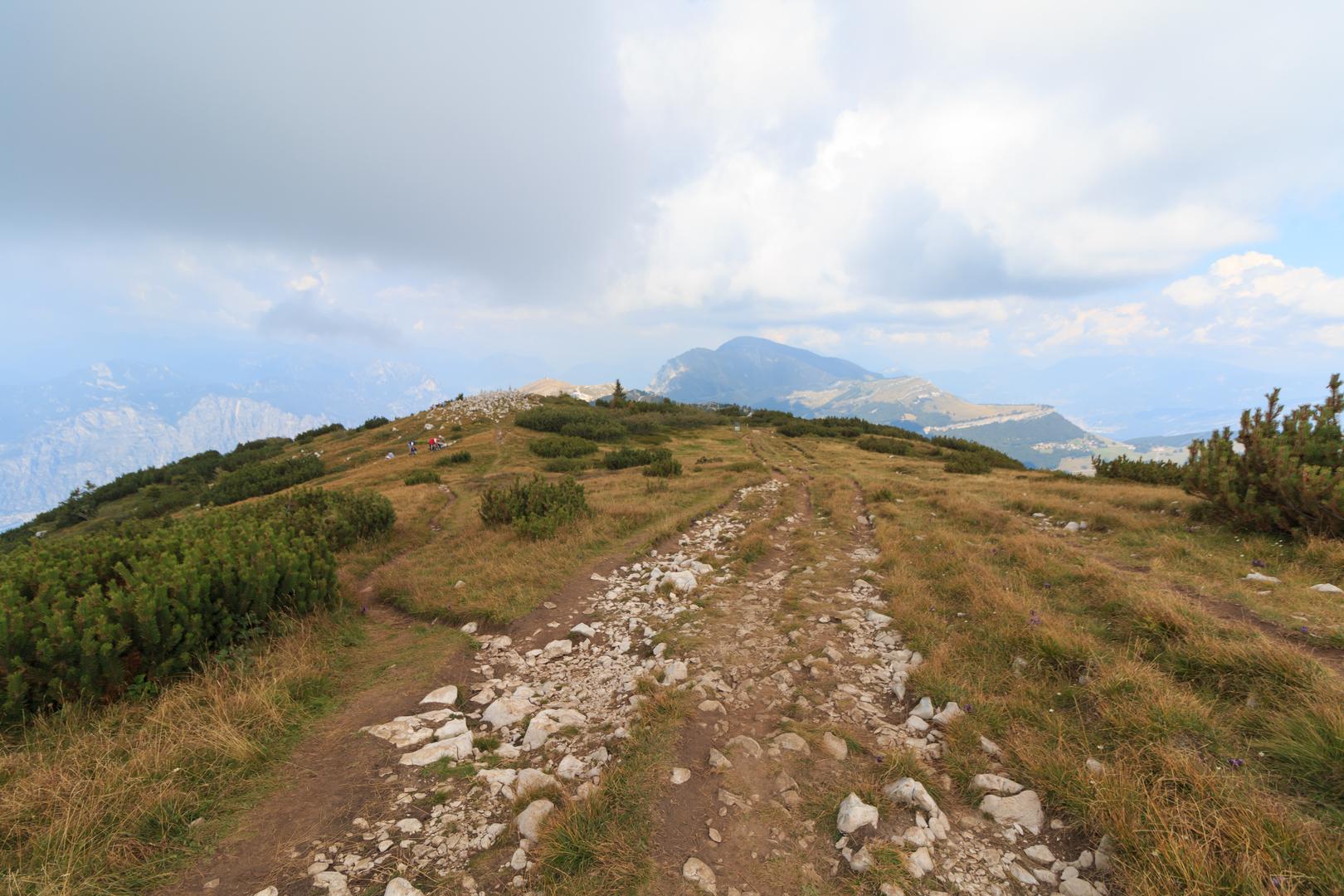 noch breiter Weg auf dem Monte Baldo